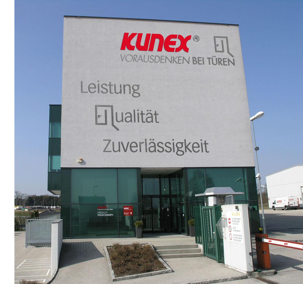 KUNEX feiert 90 Jahre Türenqualität