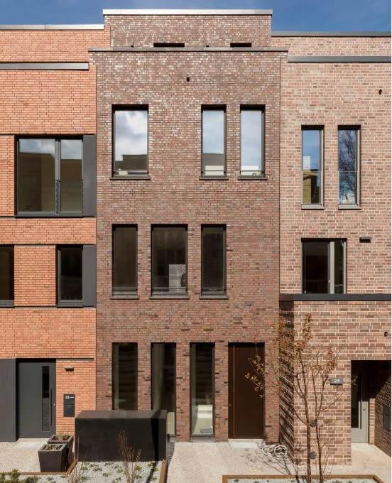 upTOWNHOUSES von Vorne mit rotem Klinker (© Rolf Otzipka Fotografie)