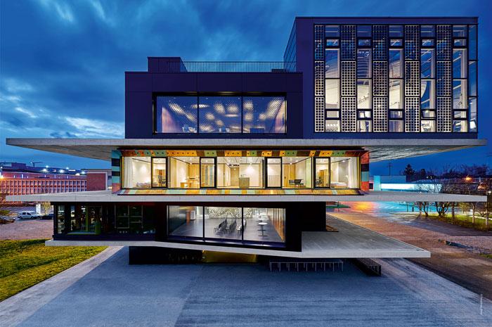 BECKHOFF: Gebäude- und Mobilitätsbereich kommunizieren flexibel per OPC UA