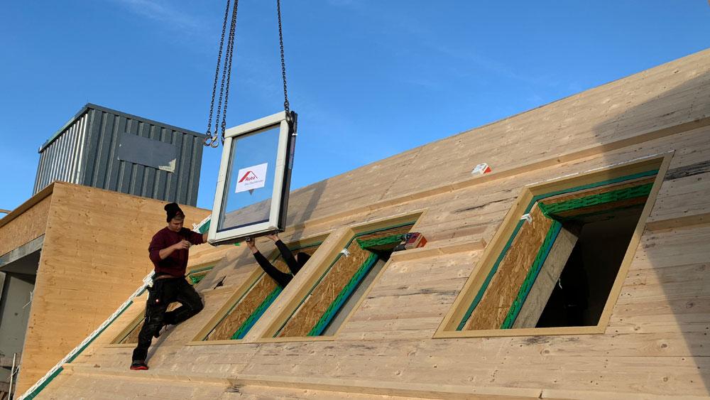 Roto-Fenster sind einfach schneller am Dach