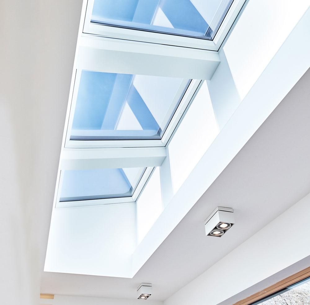 ROTO: Bringen Sie Licht und Luft unters Flachdach!