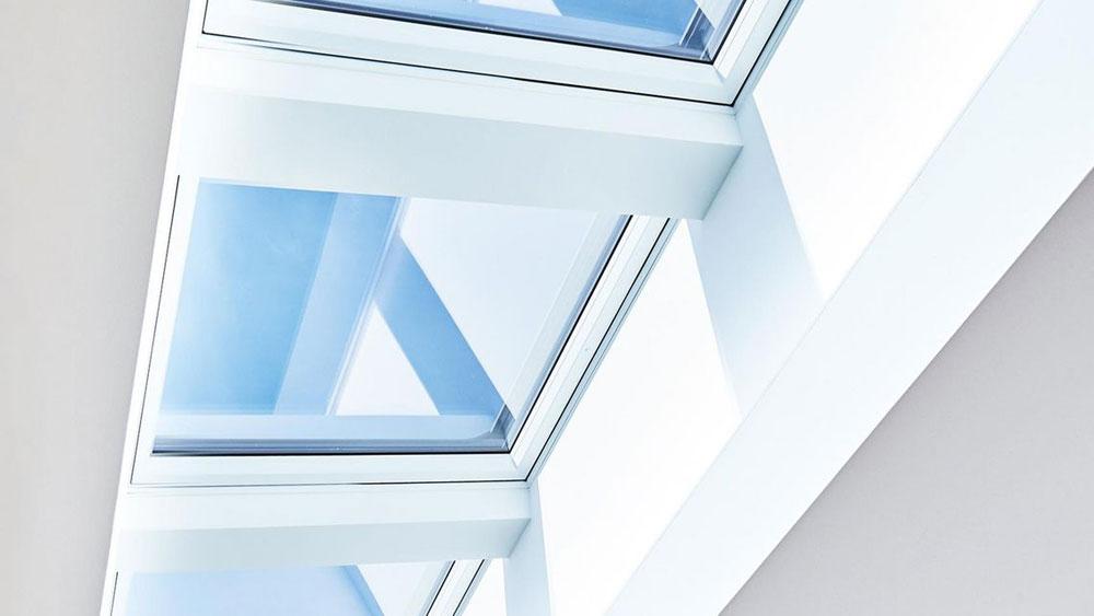 ROTO: Innovative Lichtbandlösungen für den Flachdachbereich