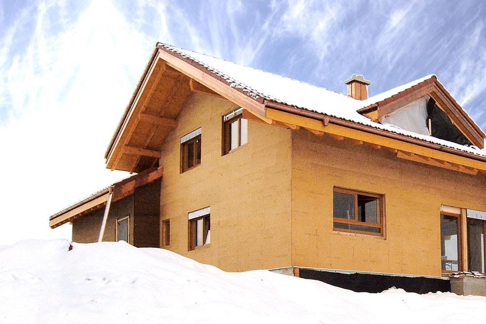 Winterkälte ade! Mit GUTEX Holzfaserdämmung gut geschützt.