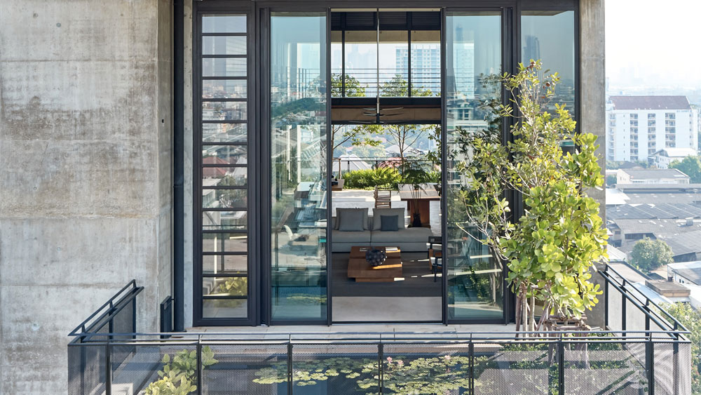 HAHN LAMELLENFENSTER: Thailands first Tropical Stacking Home