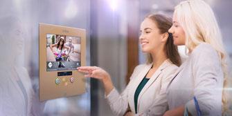 Multimediale Notrufsysteme für Personenaufzüge von VIEW<br>