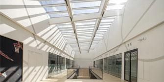 VELUX: Stufen-Lichtband: Schlanke Kon-struktion für noch mehr Tageslicht